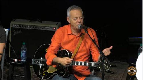 joe robinson bass guitar - 500×280
