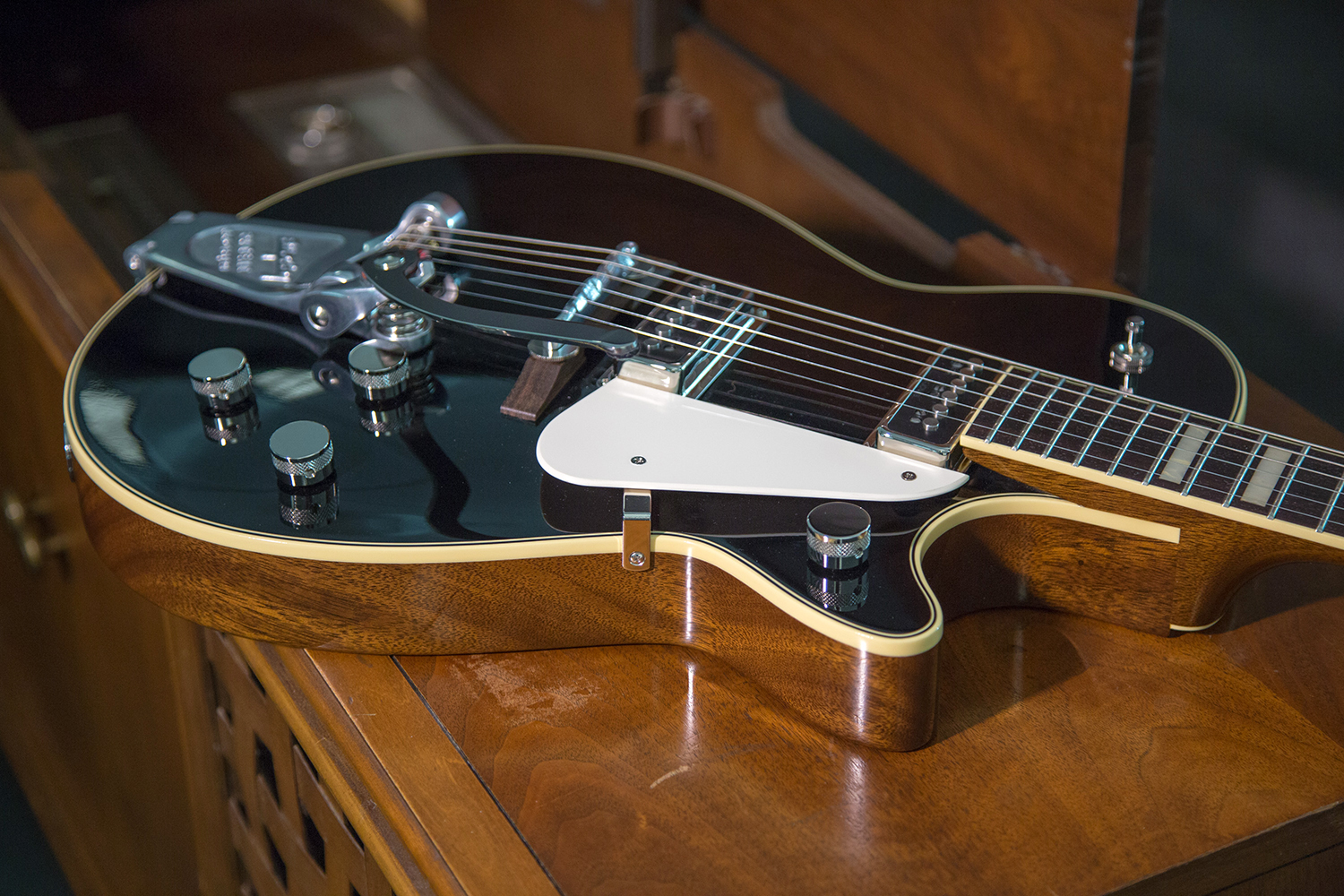 gretsch g6128t 53 vintage select duo jet earns guitar world 39 s platinum award gretsch guitars blog. Black Bedroom Furniture Sets. Home Design Ideas