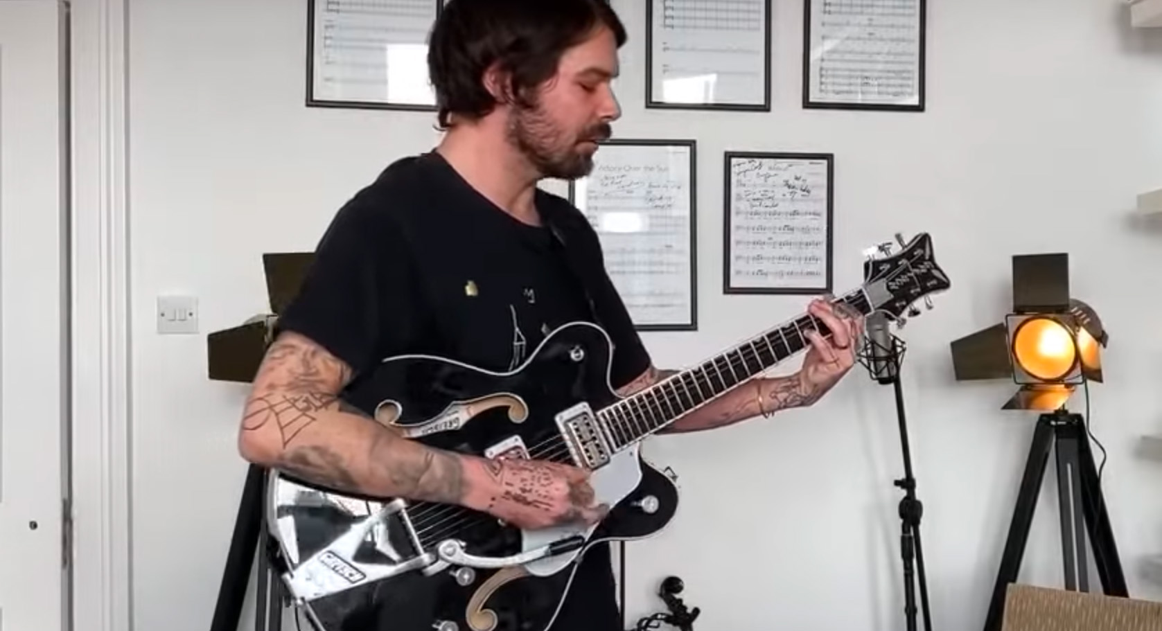Watch Biffy Clyro's Simon Neil Stay Home and Jam Session